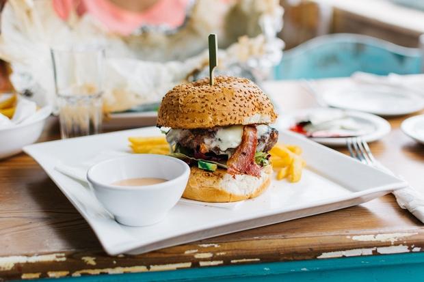 Najlepsze mięso, chrupiąca bułka, pikantny sos i dodatki?