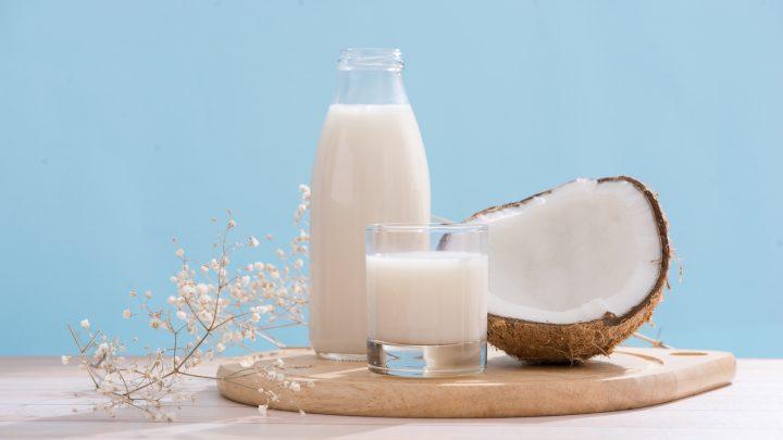 Jak samodzielnie przygotować mleko kokosowe?