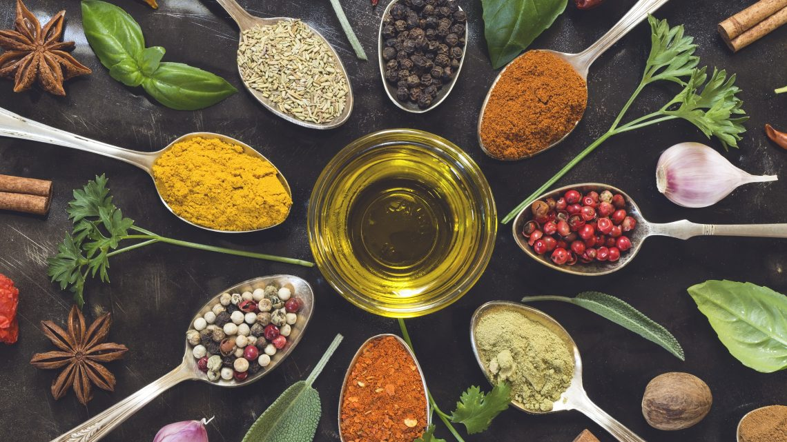 Zioła i przyprawy z całego świata w Twojej kuchni – jak jeść zdrowo?